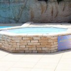 jacuzzi-piscine-exterieure-camping-domaine-gil