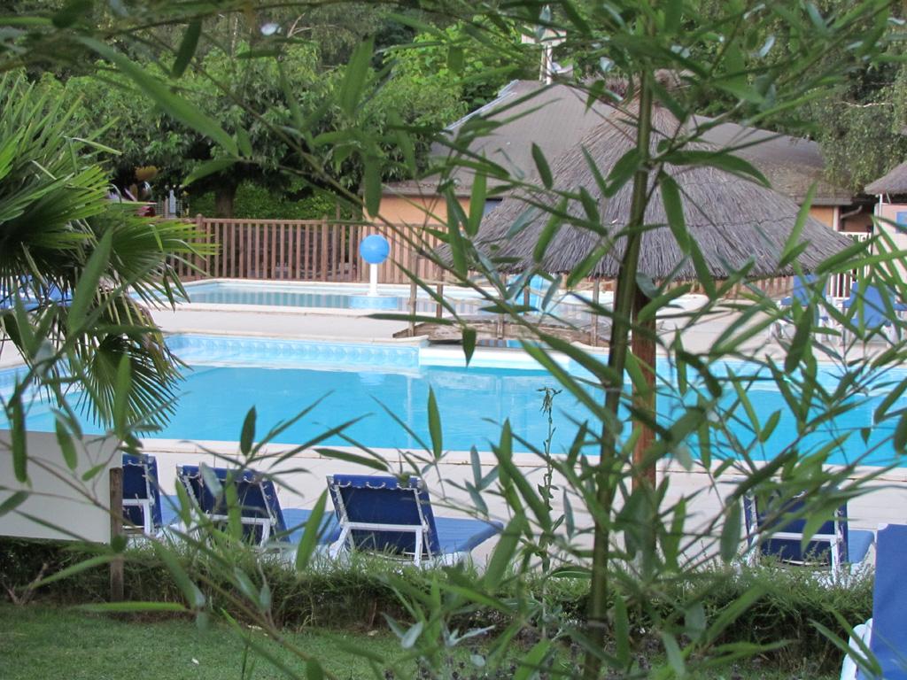 Piscine camping ardeche 4 toiles domaine de gil site for Camping 4 etoiles lozere avec piscine