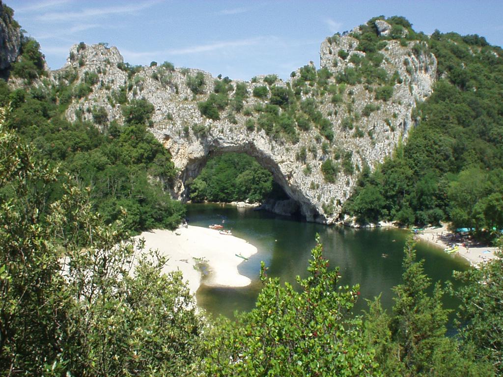 R gion camping ardeche 4 toiles domaine de gil site officiel - Camping vallon pont d arc piscine ...